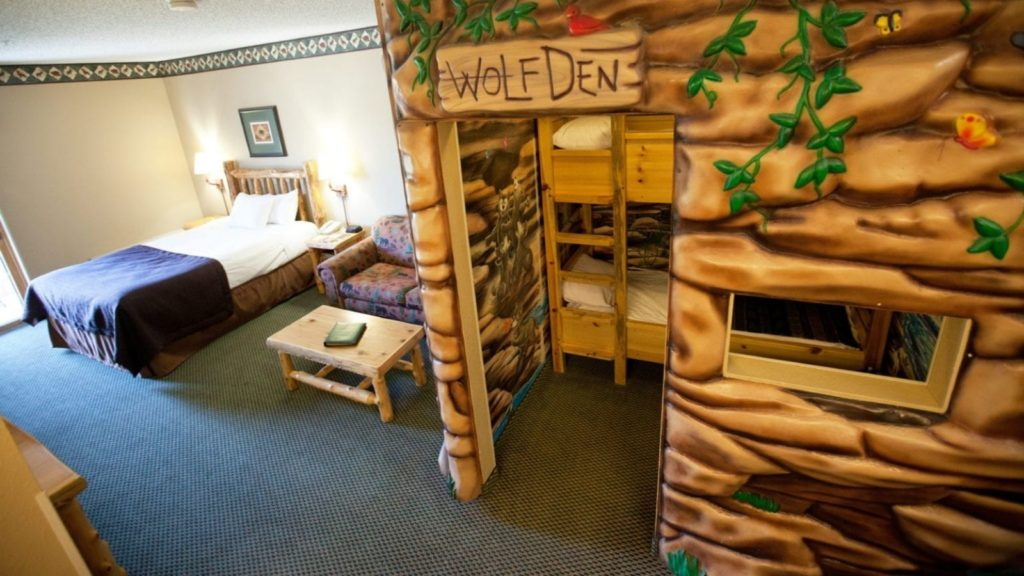Themed Wolf Den Suite with Bunk Beds (Photo: Great Wolf Lodge)