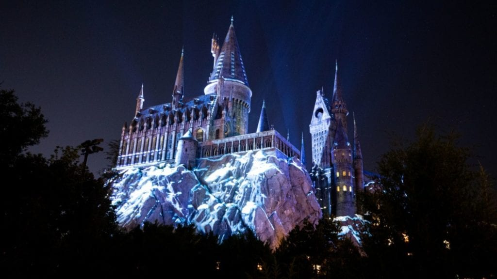 Hogwarts Castle illuminated at night at the Wizarding World of Harry Potter in Orlando (Photo: Shutterstock)