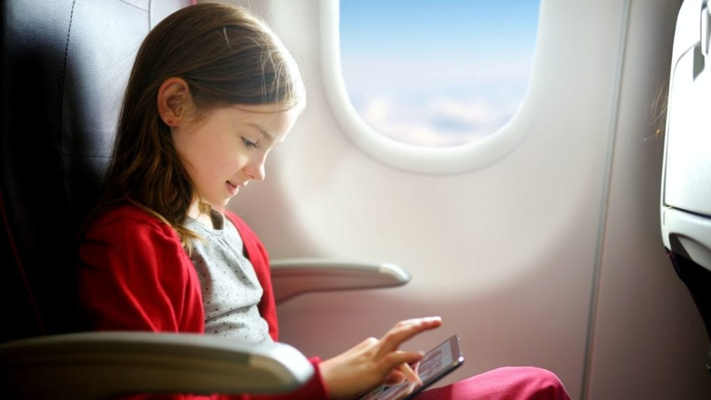 Flying with kids is easier when children are entertained (Photo: Shutterstock)