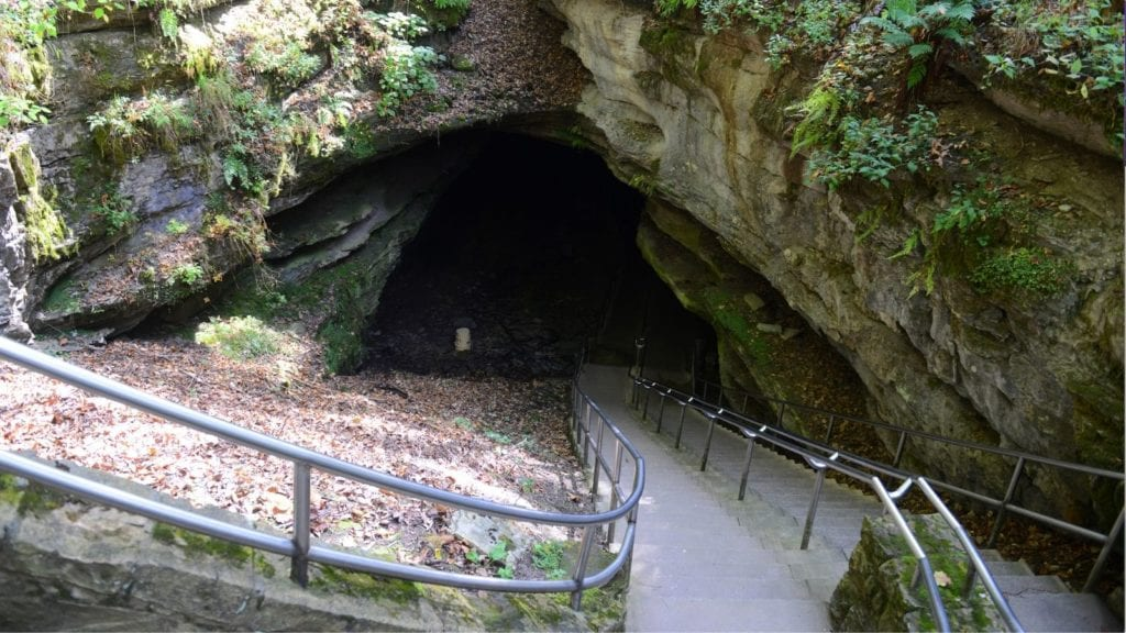 Entrance to Mammoth Cave National Park (Photo: Wangkun Jia / Shutterstock)