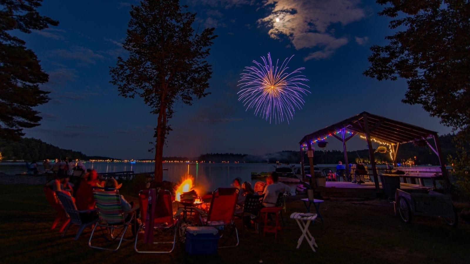 Fireworks over Lakke Winnipesaukee, New Hampshire (Photo: @northbound9999 via Twenty20)