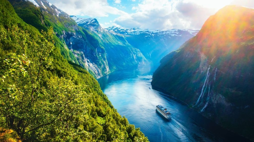 Sunnylvsfjorden fjord with cruise ship and famous Seven Sisters waterfalls in Norway (Photo: Shutterstock)