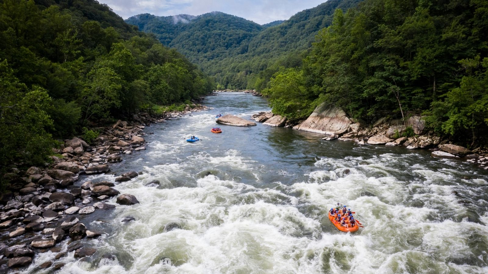 Whitewater rafting on the New River (Photo: Adventures on the Gorge)